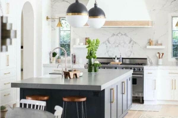 featured posts image for 30 Stylish and elegant kitchens with light and dark contrasts