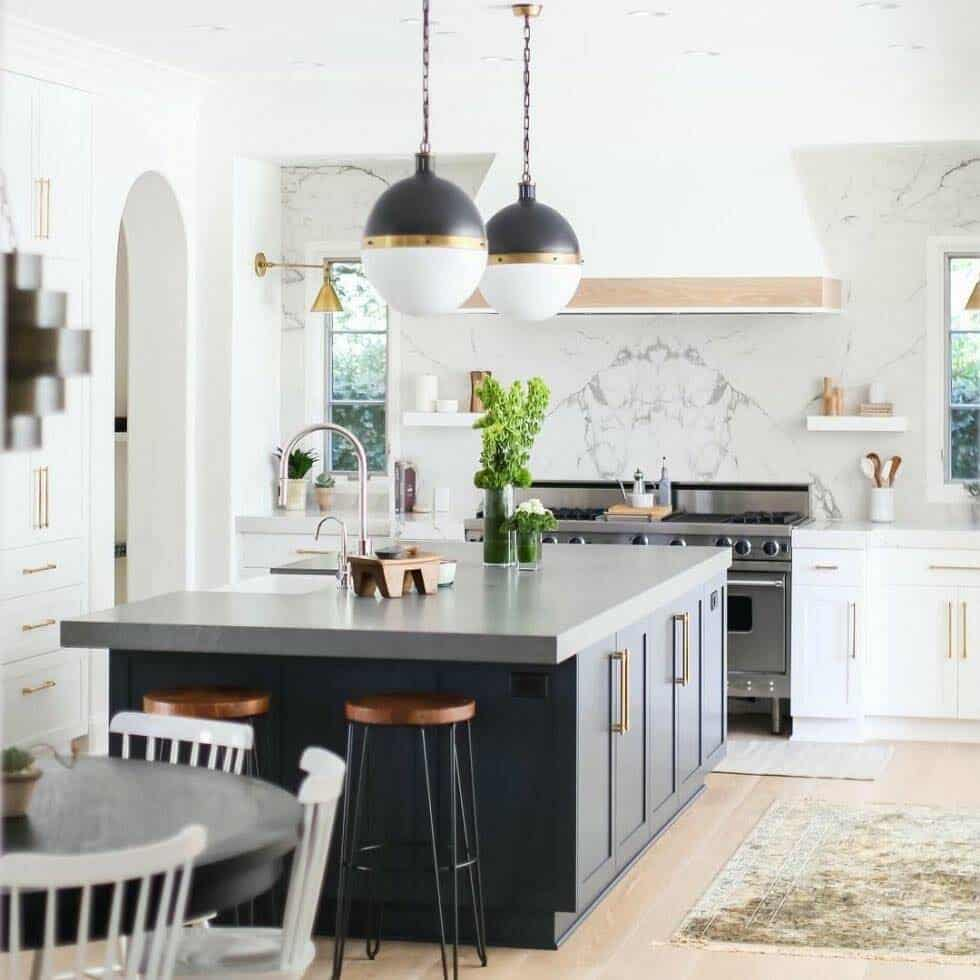 30 Stylish And Elegant Kitchens With Light And Dark Contrasts