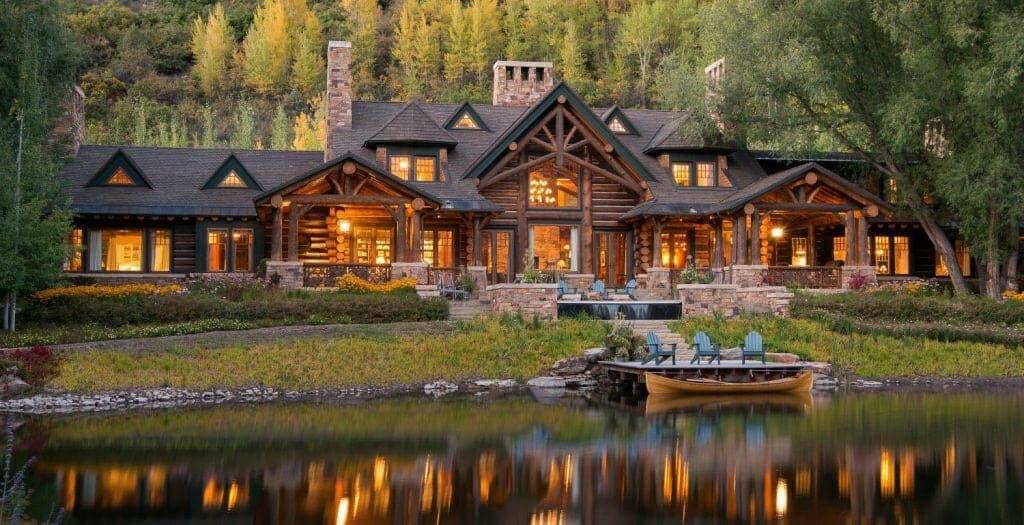 Highly inviting timber frame house in the beautiful rocky for Beautiful a frame homes