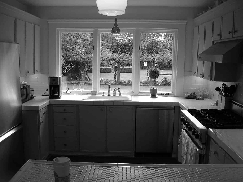 kitchen-before-renovation
