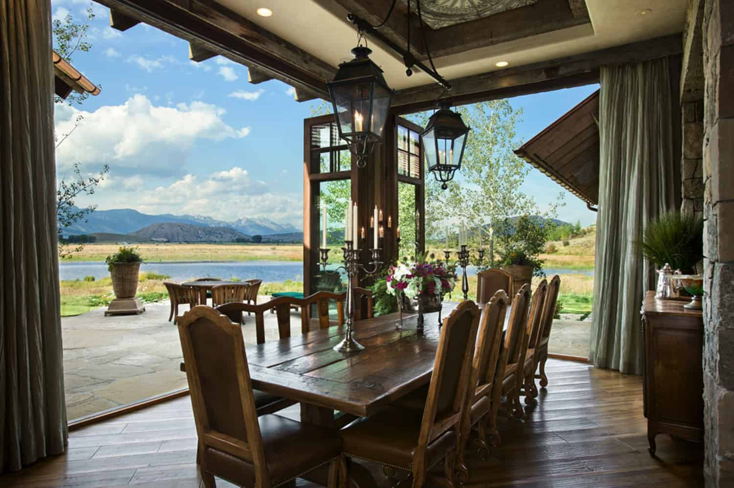 residence-rustic-dining-room