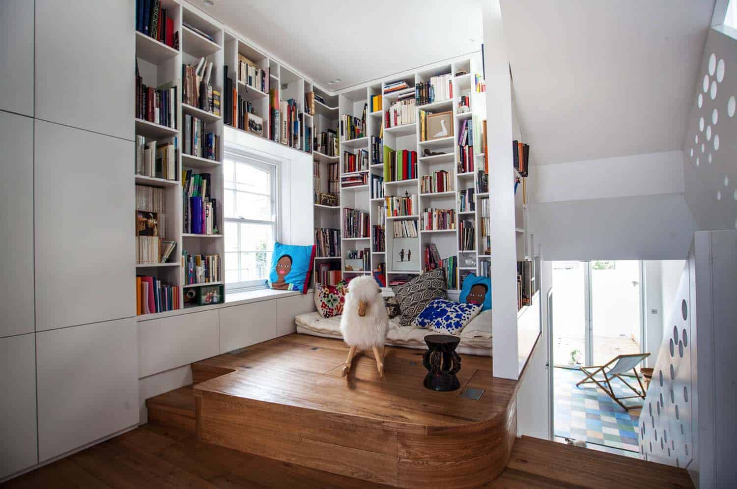 book-nook-staircase-landing