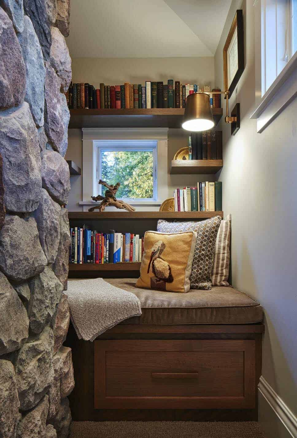 family-room-book-nook