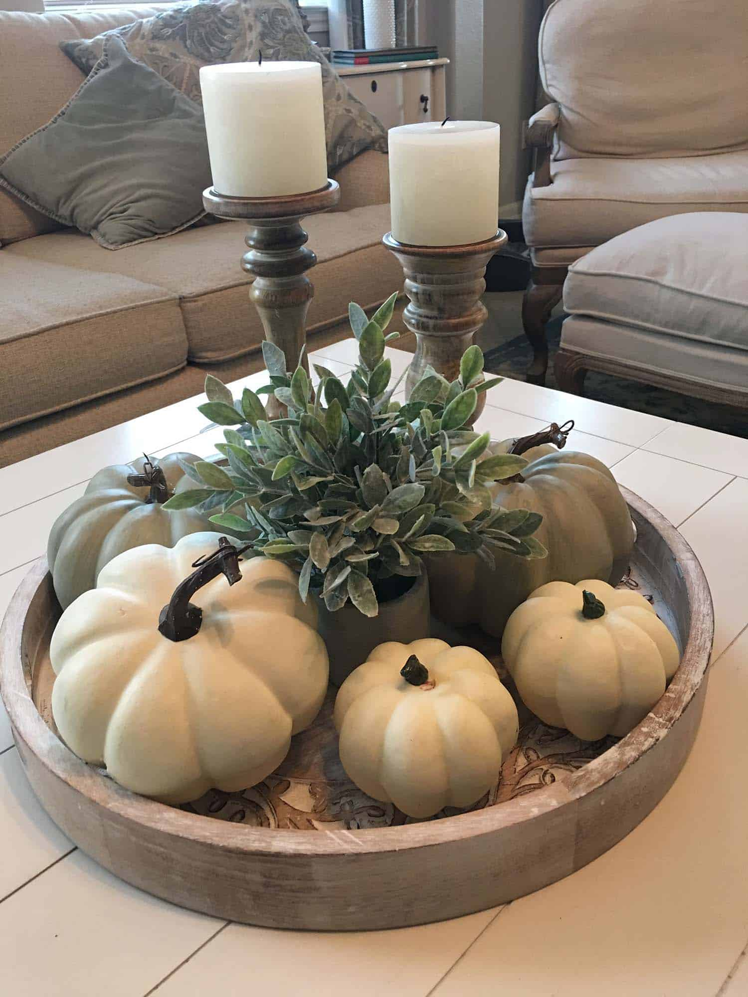 fall-decorated-coffee-table