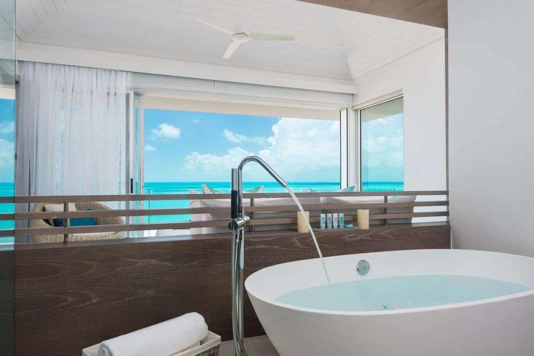 oceanfront-villa-bathroom
