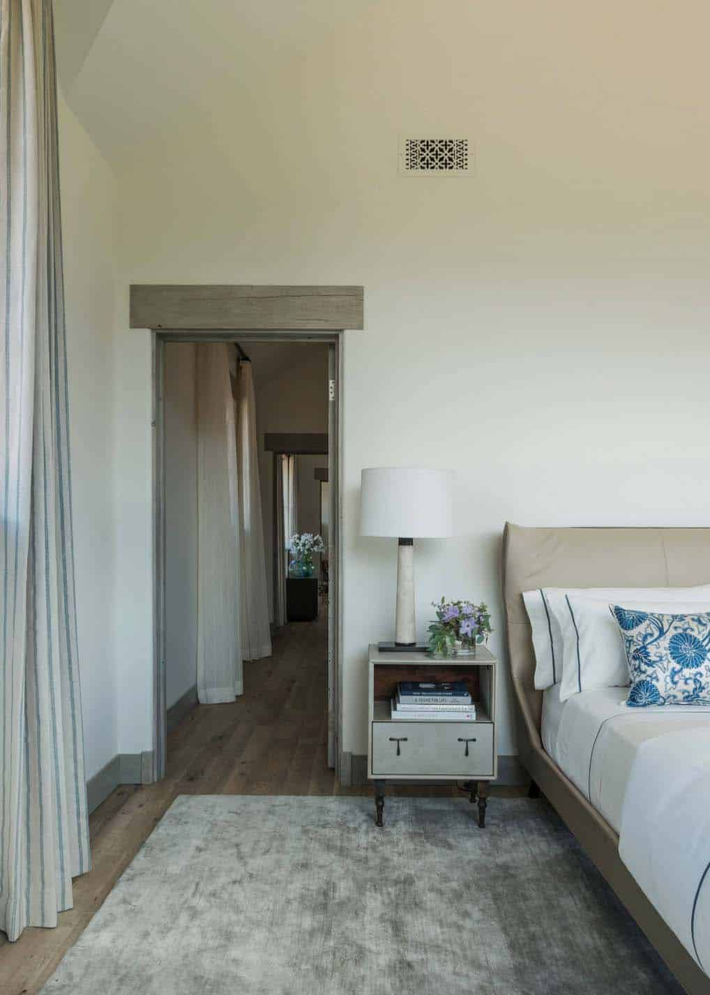 house-rustic-bedroom