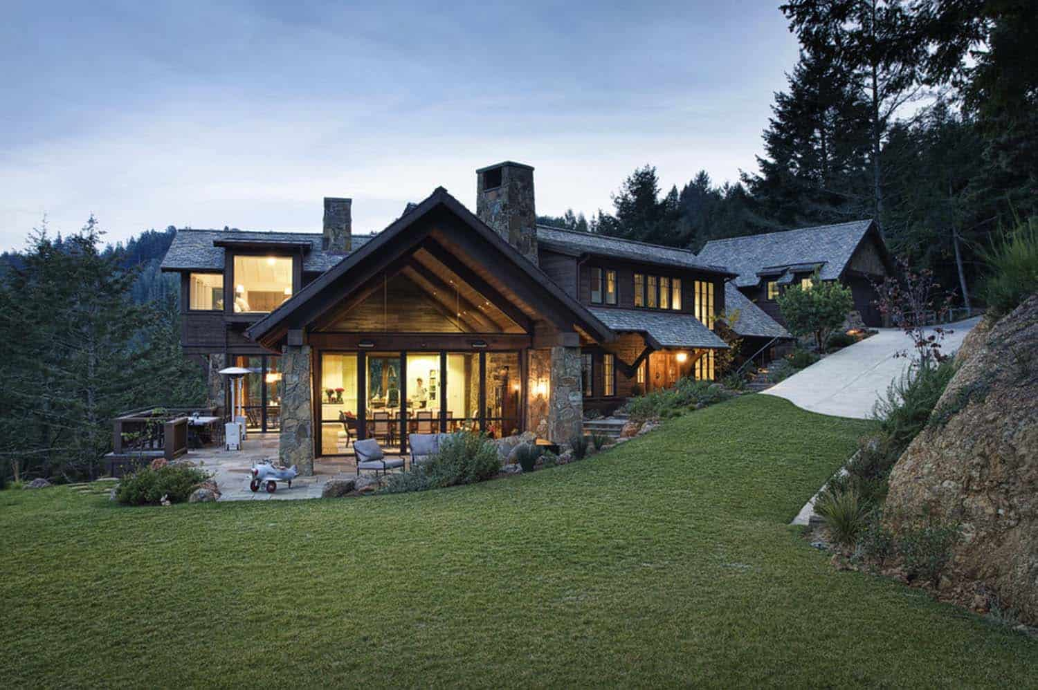 mountain-lodge-rustic-exterior