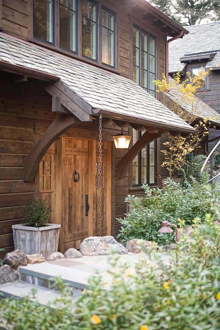 mountain-lodge-rustic-entry