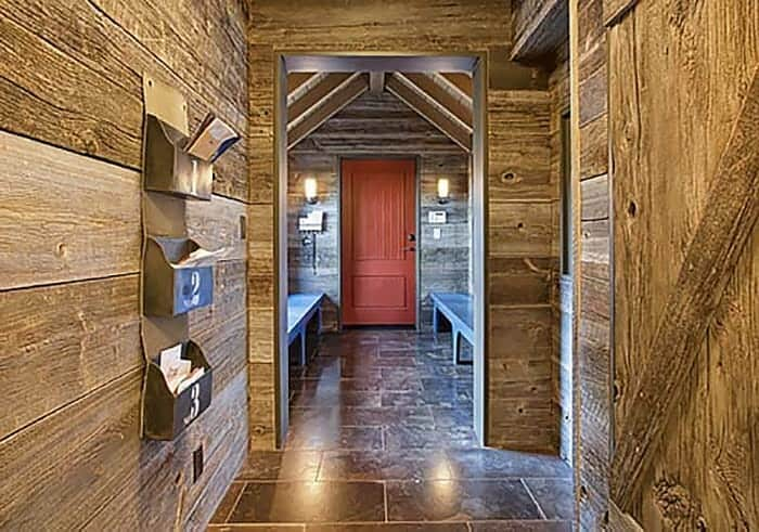 mountain-lodge-rustic-mudroom-entry