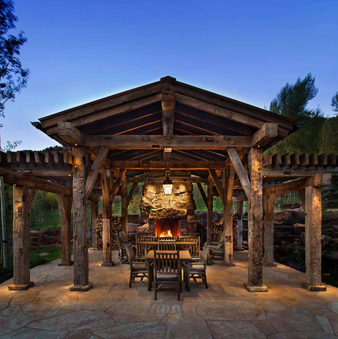 rustic-ranch-home-patio
