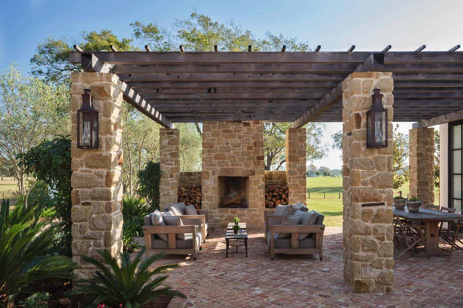 ranch-house-patio