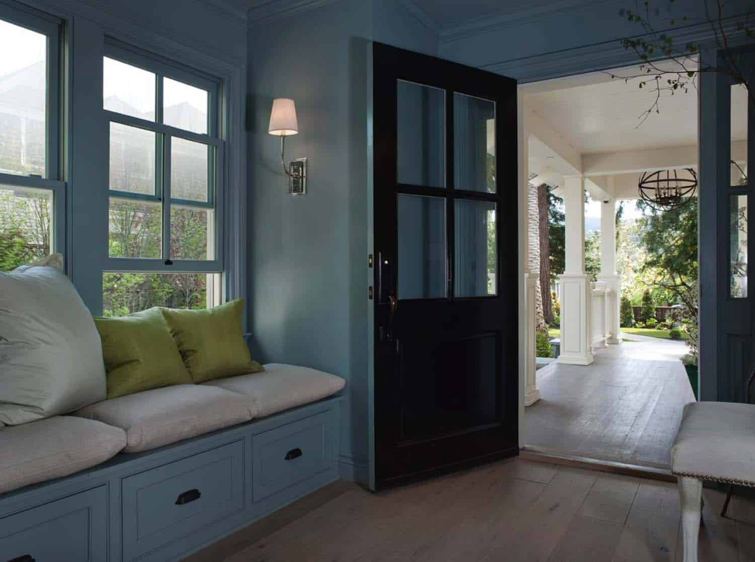classic-cottage-traditional-entry