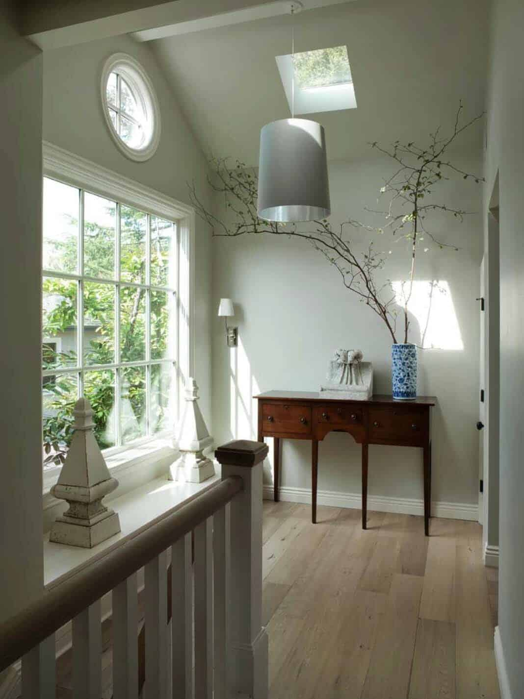 classic-cottage-traditional-hall