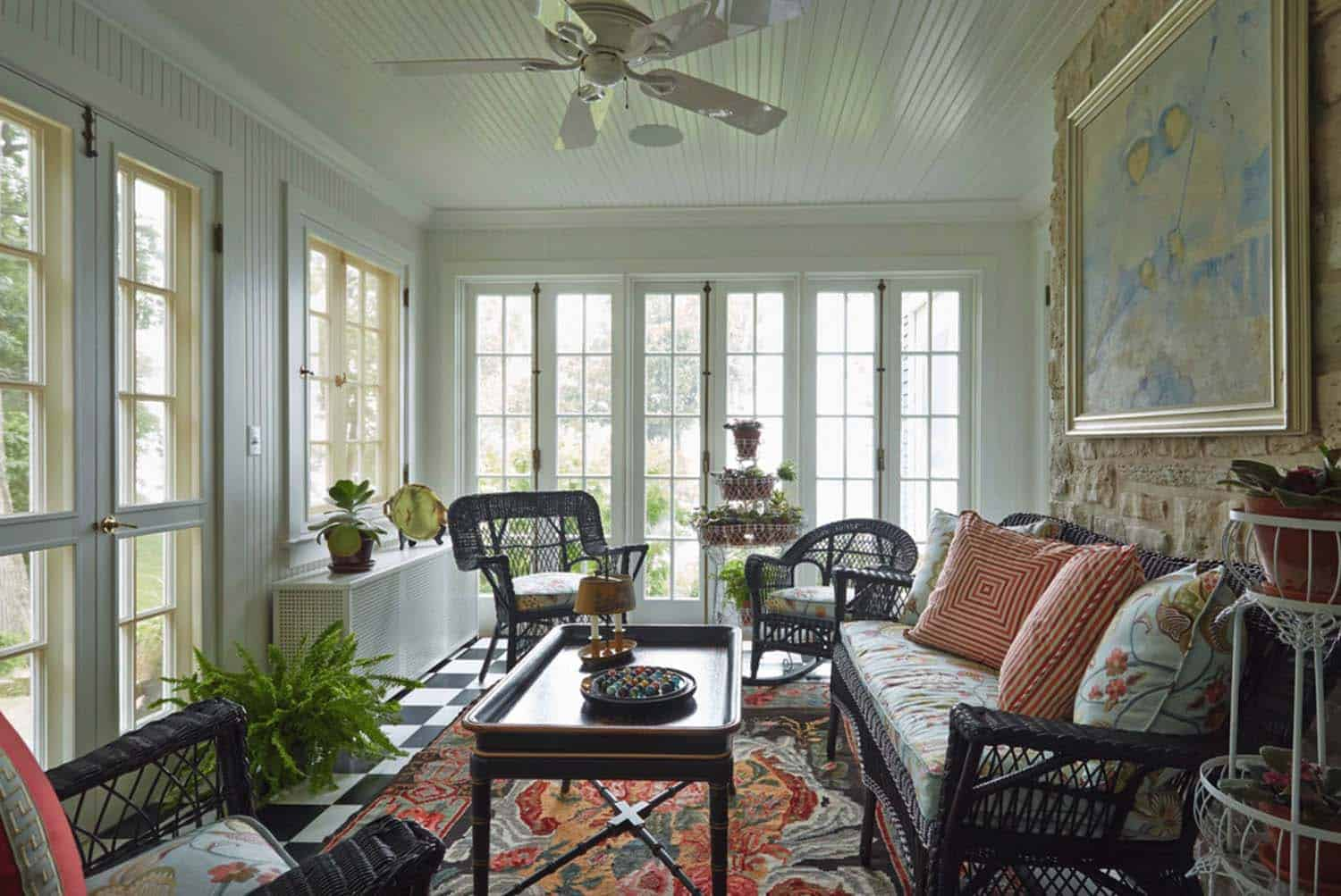 traditional-style-sunroom
