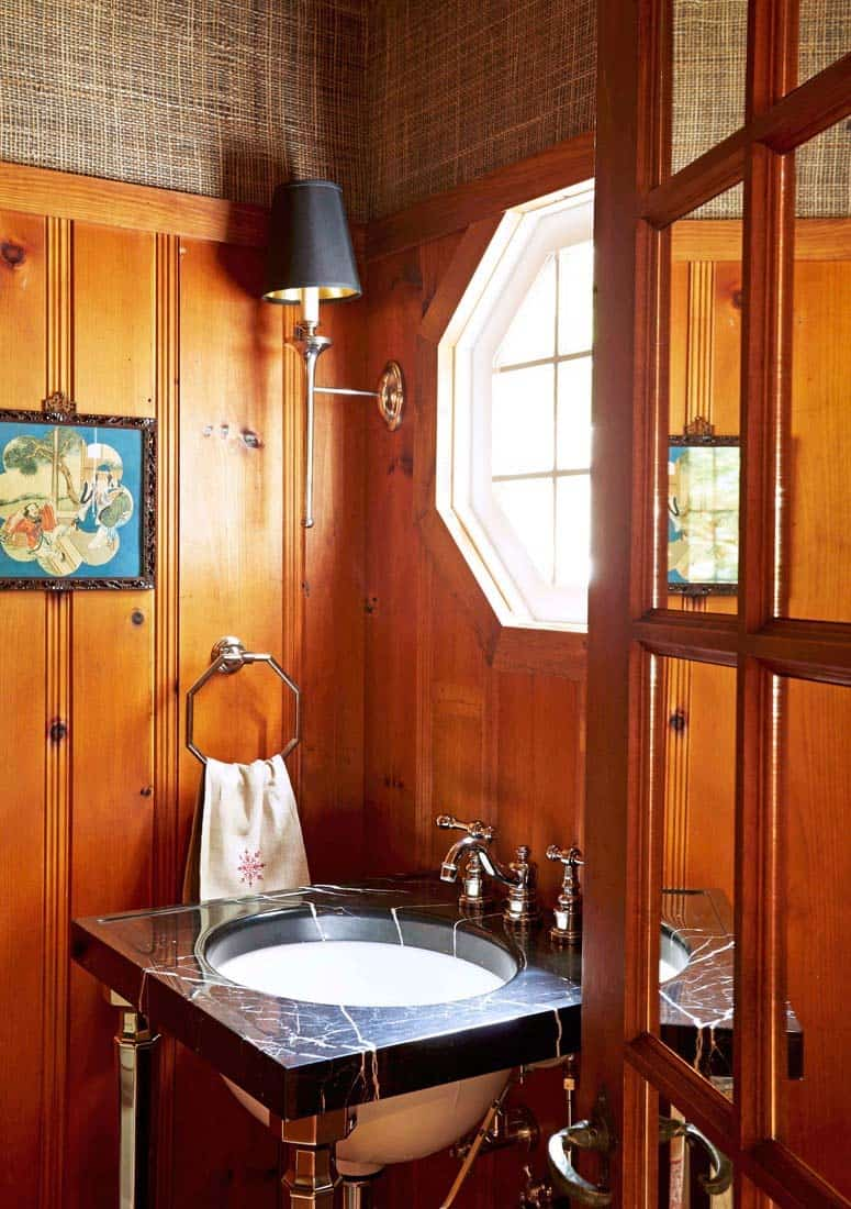 traditional-style-powder-bathroom