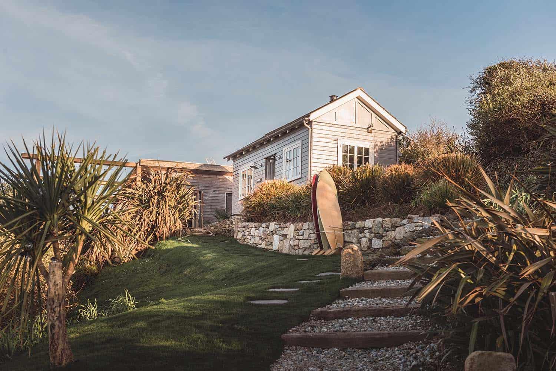 beach-hut-exterior