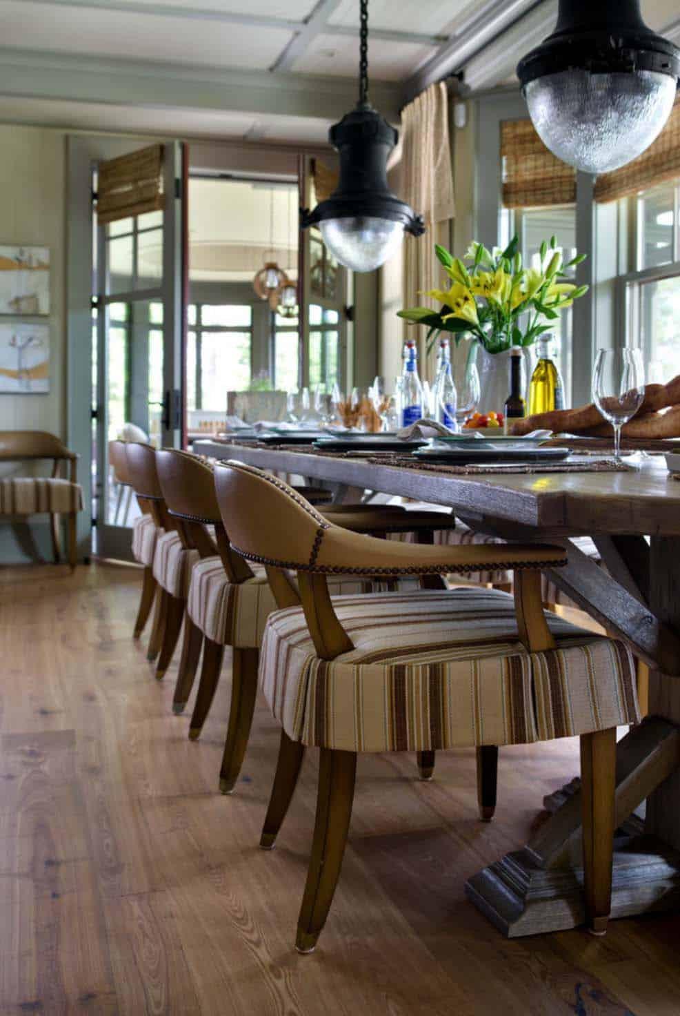 beach-style-dining-room