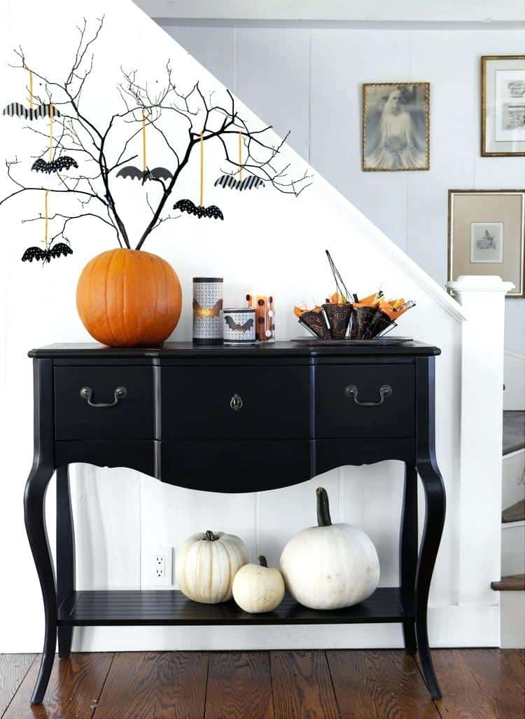 halloween-decorated-console-table