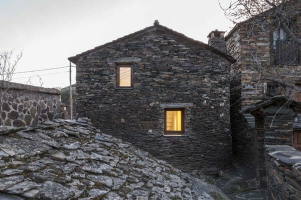 featured posts image for Renovation of an old stone refuge overlooking the Ocejón Peak, Spain
