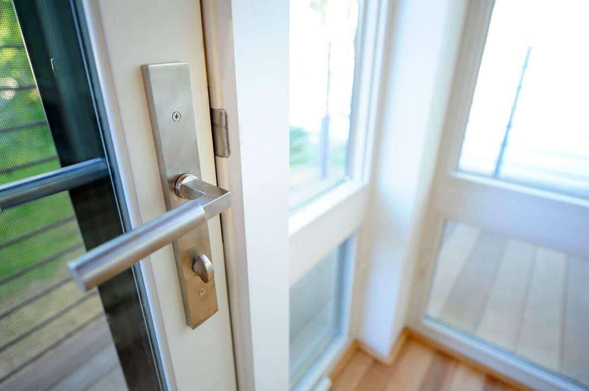 modern-door-detail
