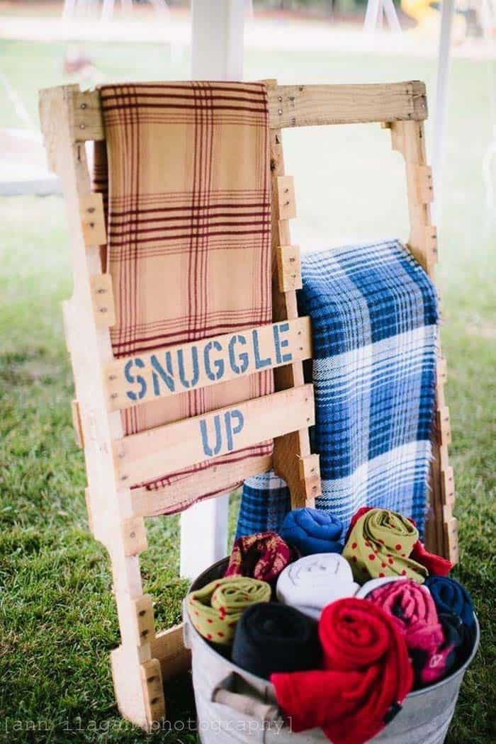 outdoor-blanket-station