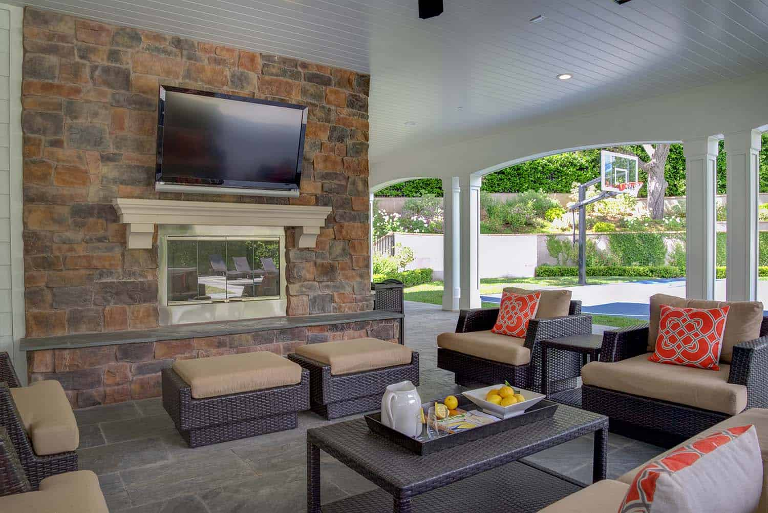transitional-outdoor-patio