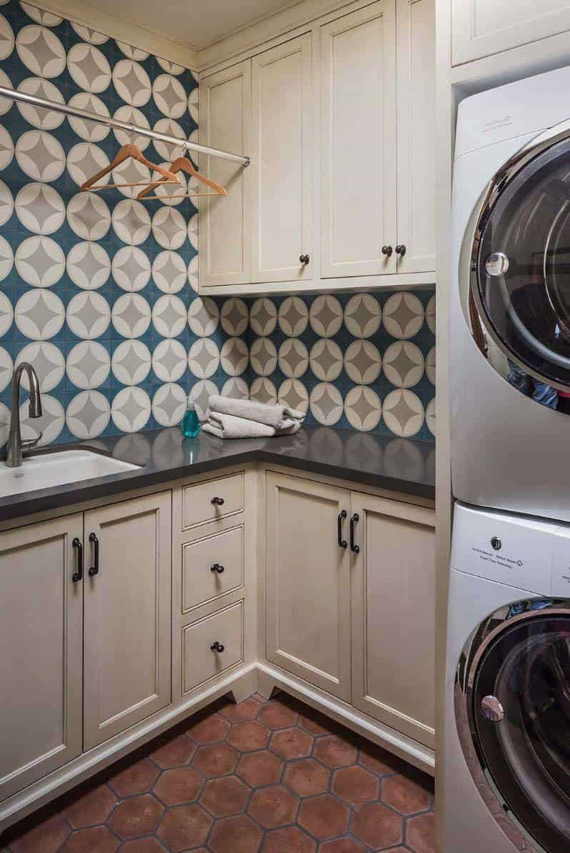 coastal-beach-style-laundry-room