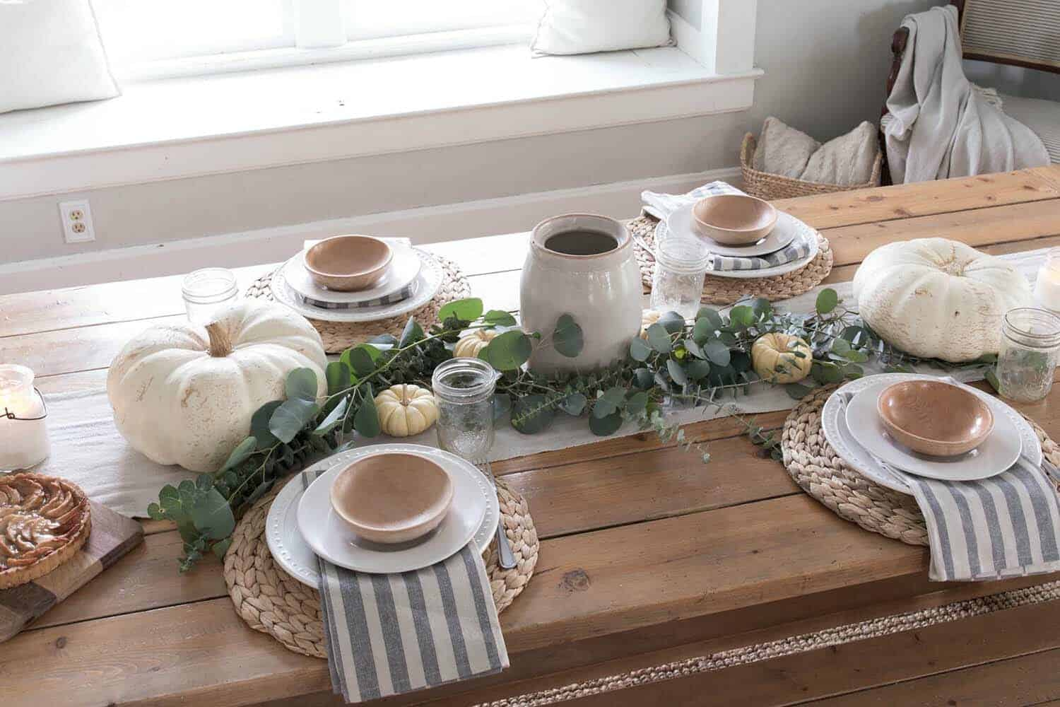 beautiful-farmhouse-thanksgiving-table-centerpiece
