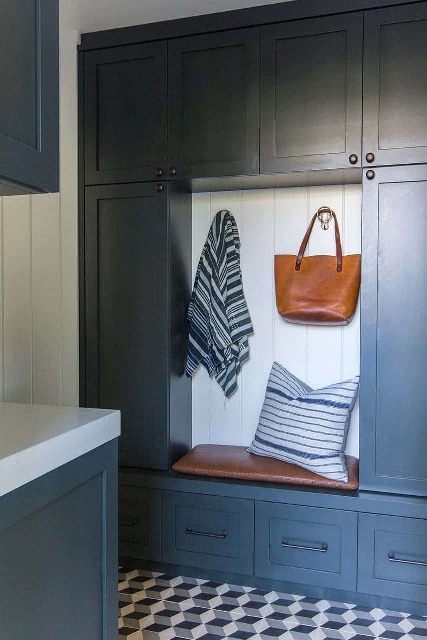 cape-cod-transitional-mudroom
