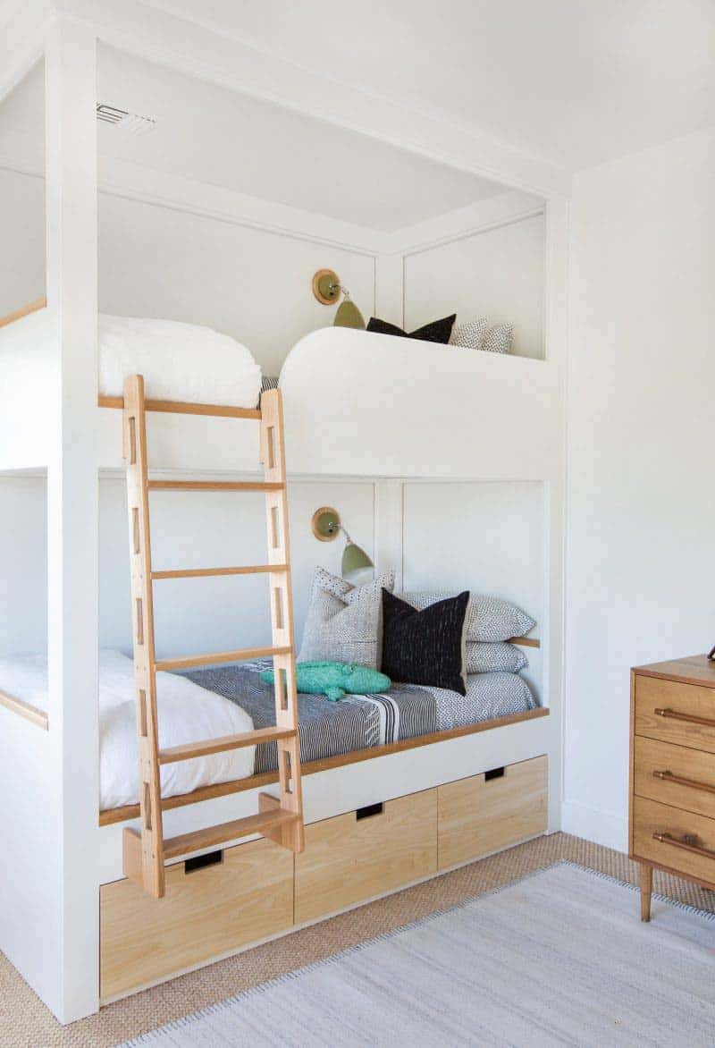 cape-cod-transitional-kids-bedroom