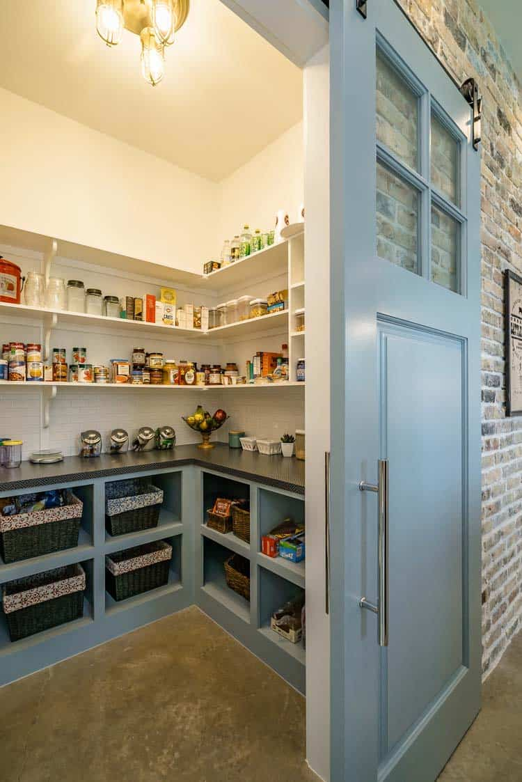 farmhouse-style-kitchen-pantry