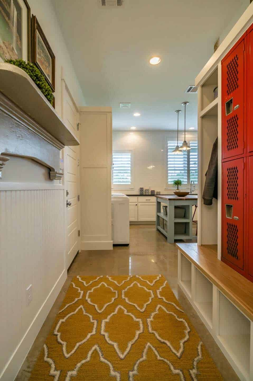 farmhouse-style-mudroom