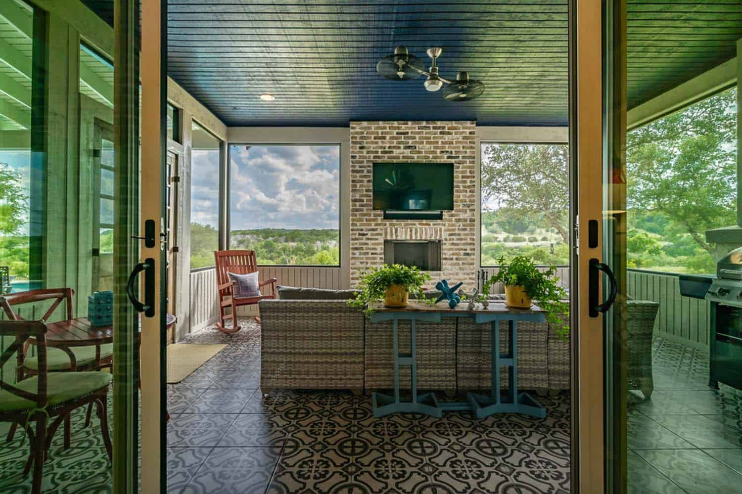 farmhouse-style-sunroom