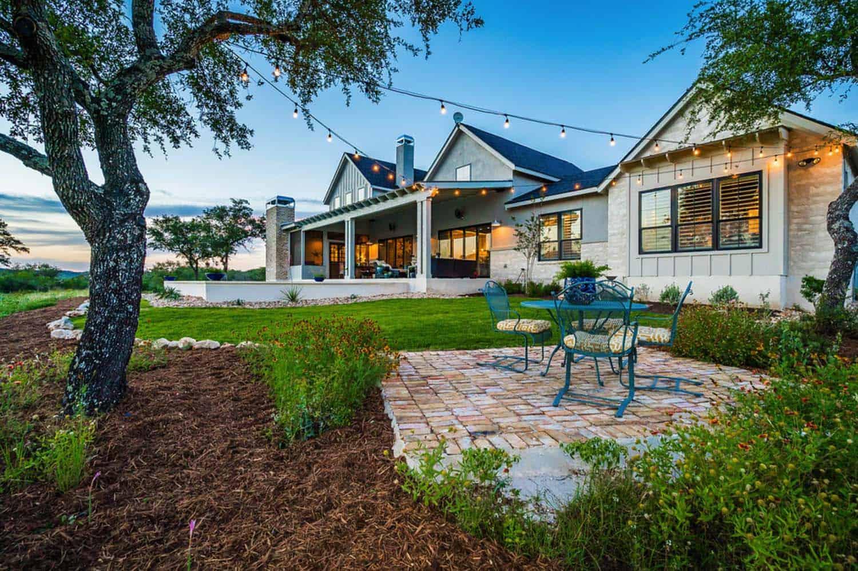 farmhouse-style-landscape