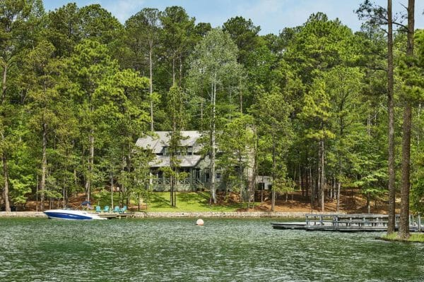 featured posts image for Dreamy lakeside home in Alabama with picturesque views