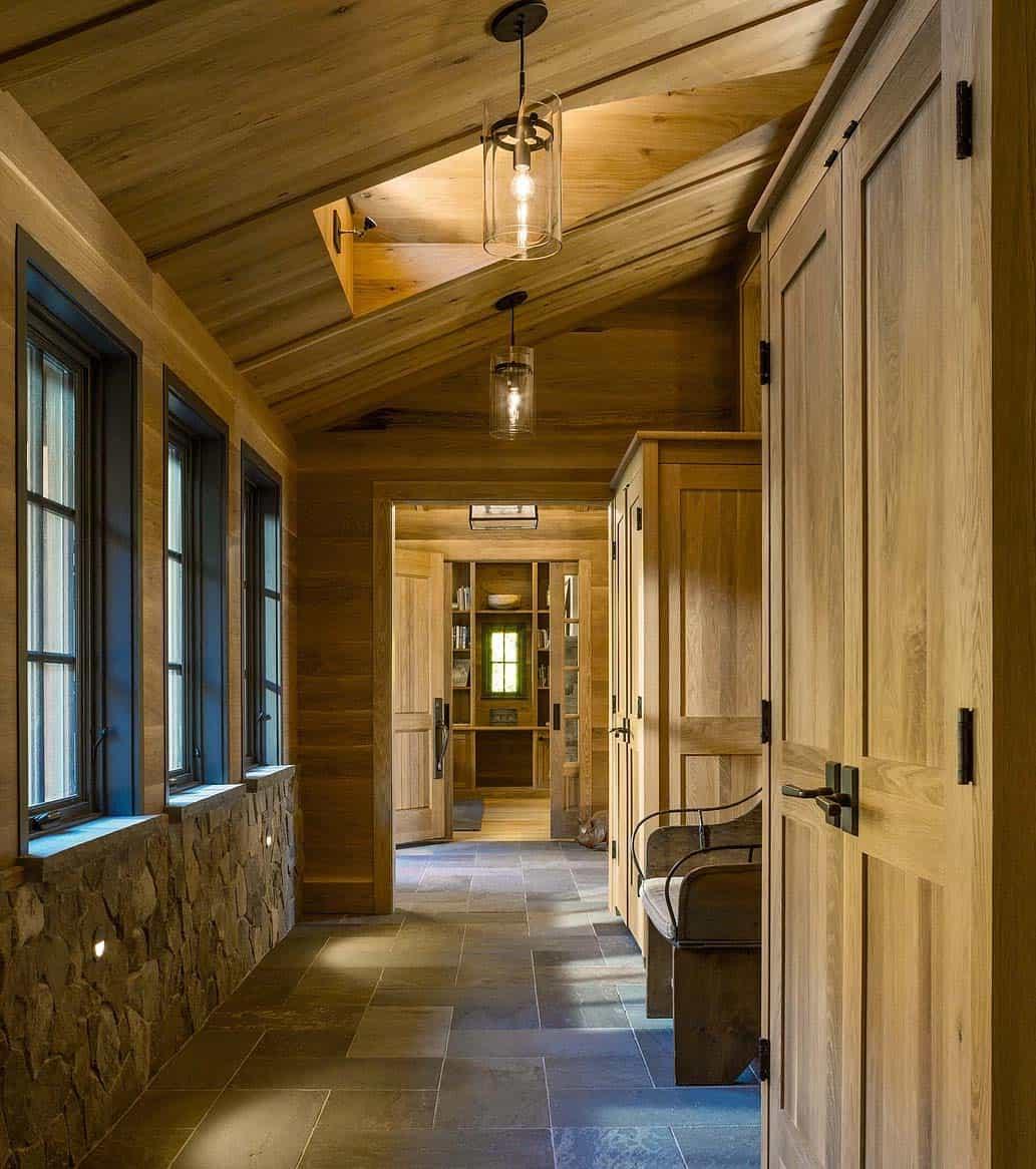 contemporary-mountain-home-hall