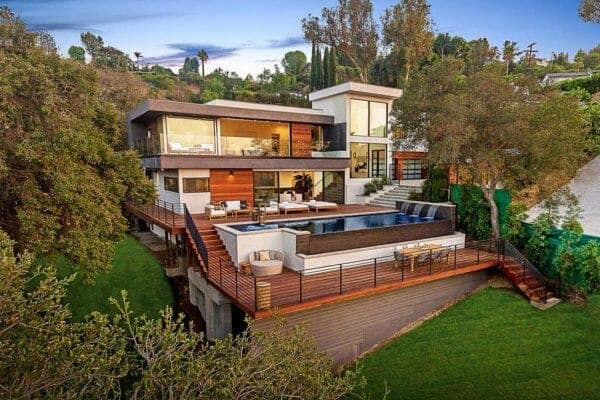 featured posts image for Luxury contemporary home in California offers breathtaking valley views