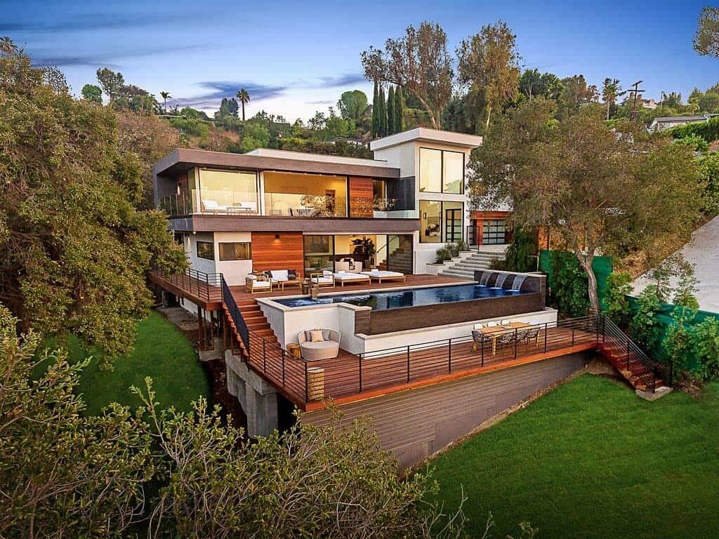 Namas/įėjimas/išėjimas Luxury-Modern-Home-Design-01-1-Kindesign