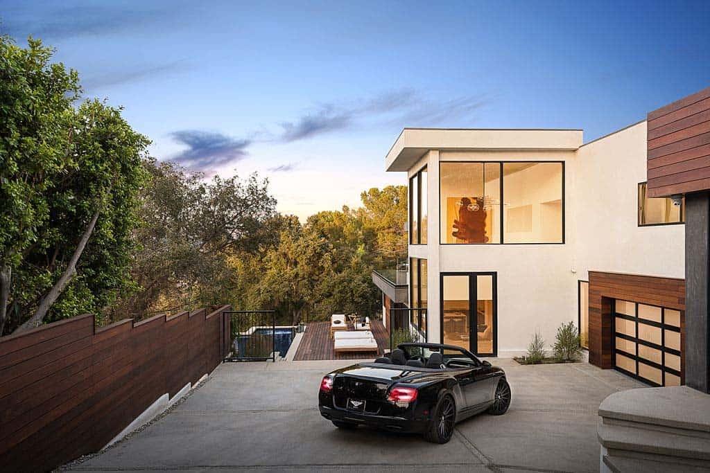 Namas/įėjimas/išėjimas Luxury-Modern-Home-Design-05-1-Kindesign