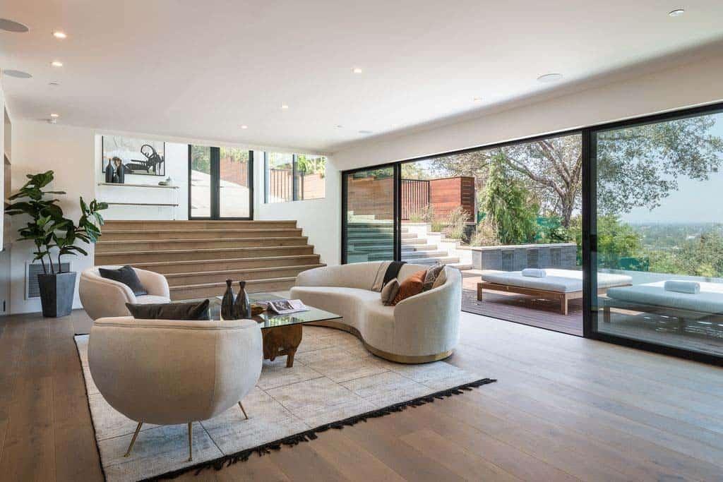 Svetainė/virtuvė (Ia.) Luxury-Modern-Home-Design-08-1-Kindesign