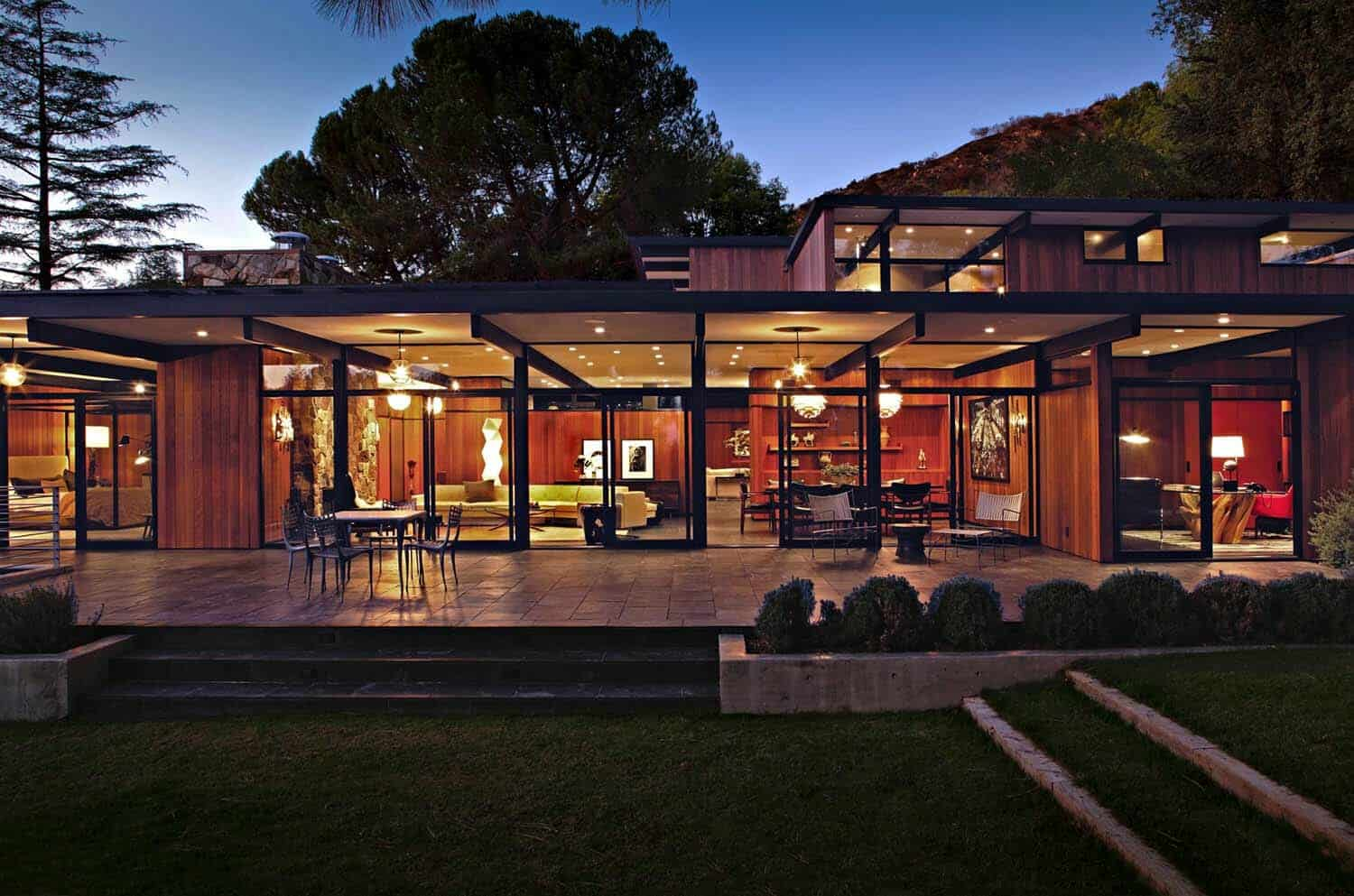 midcentury-modern-home-exterior