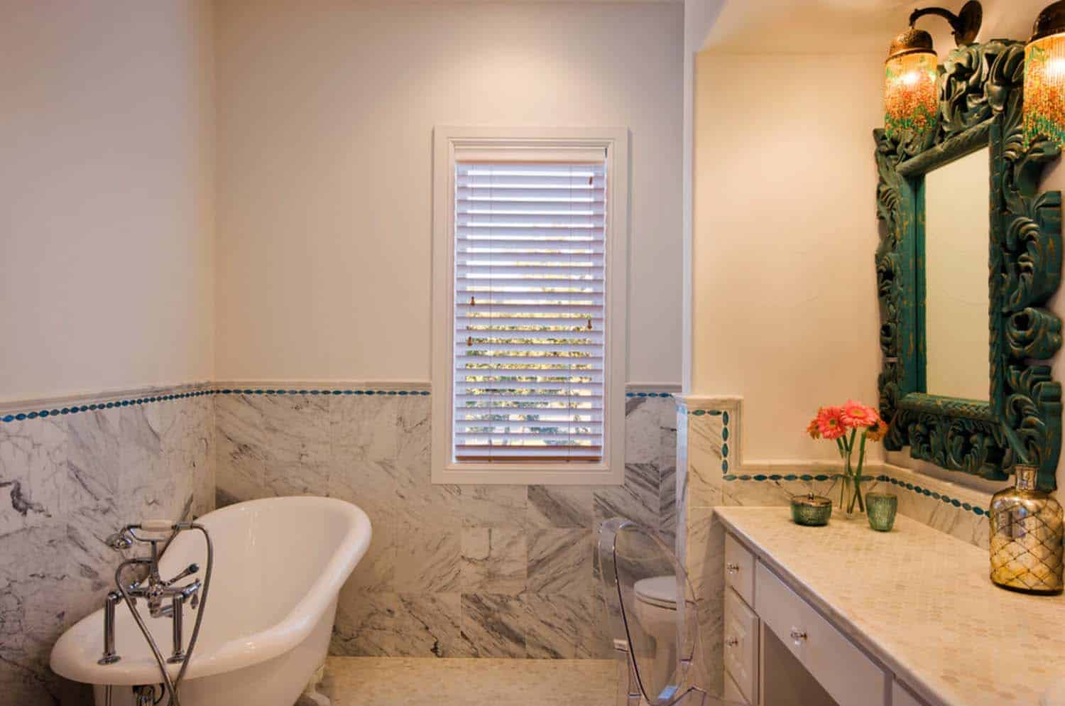 rustic-hill-country-traditional-bathroom