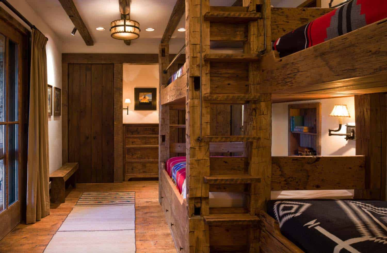 rustic-mountain-home-kids-bunkroom