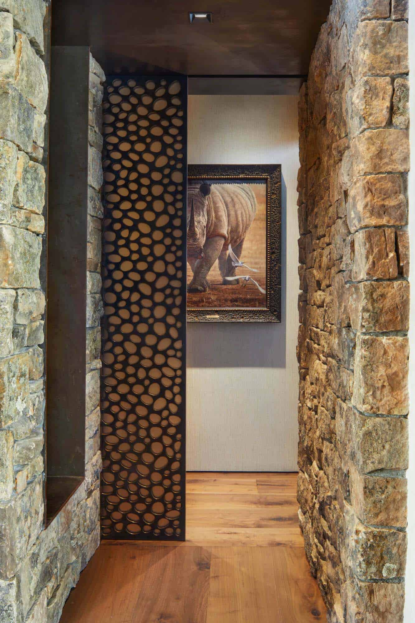 rustic-mountain-home-hall