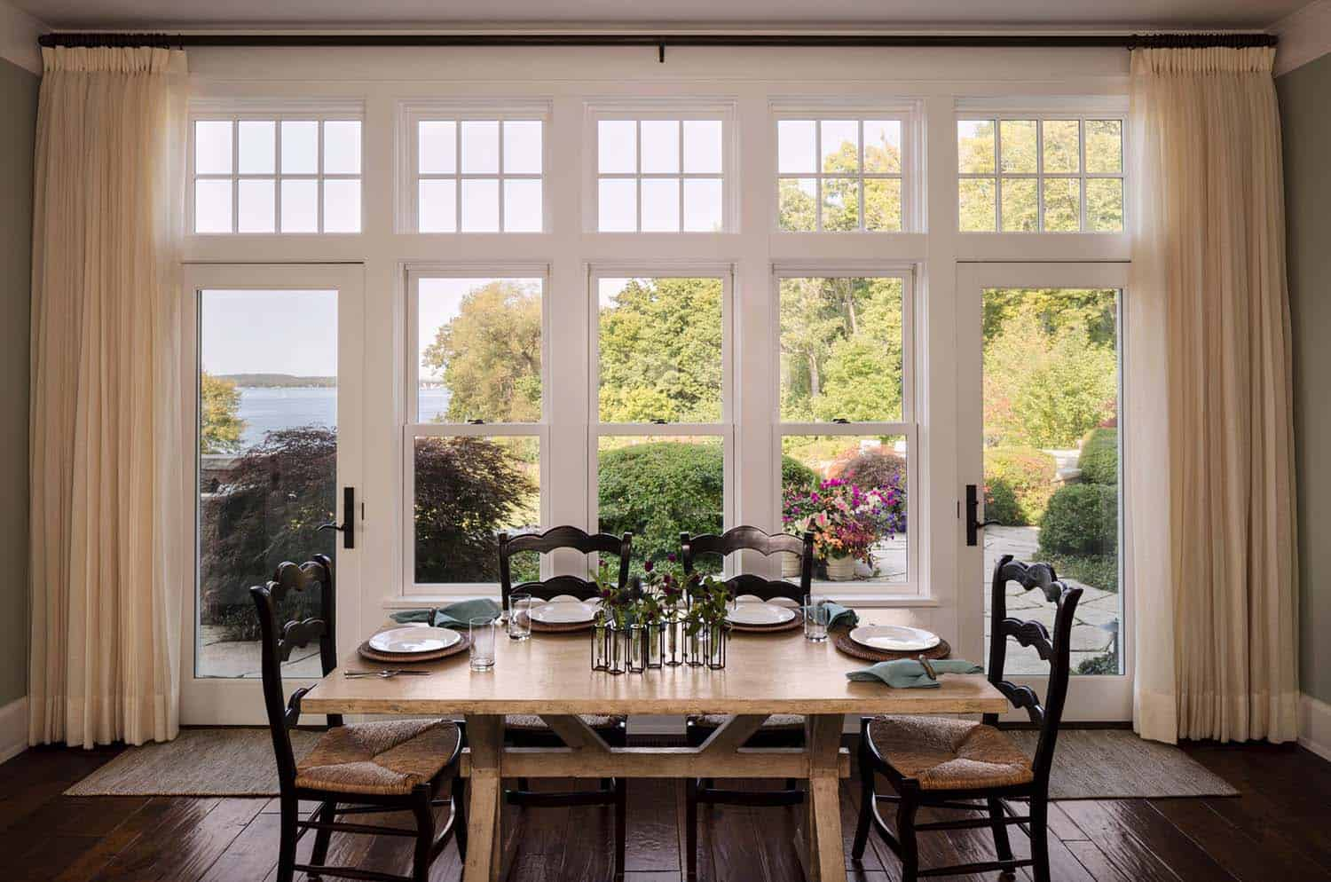 shingle-style-home-beach-style-dining-room