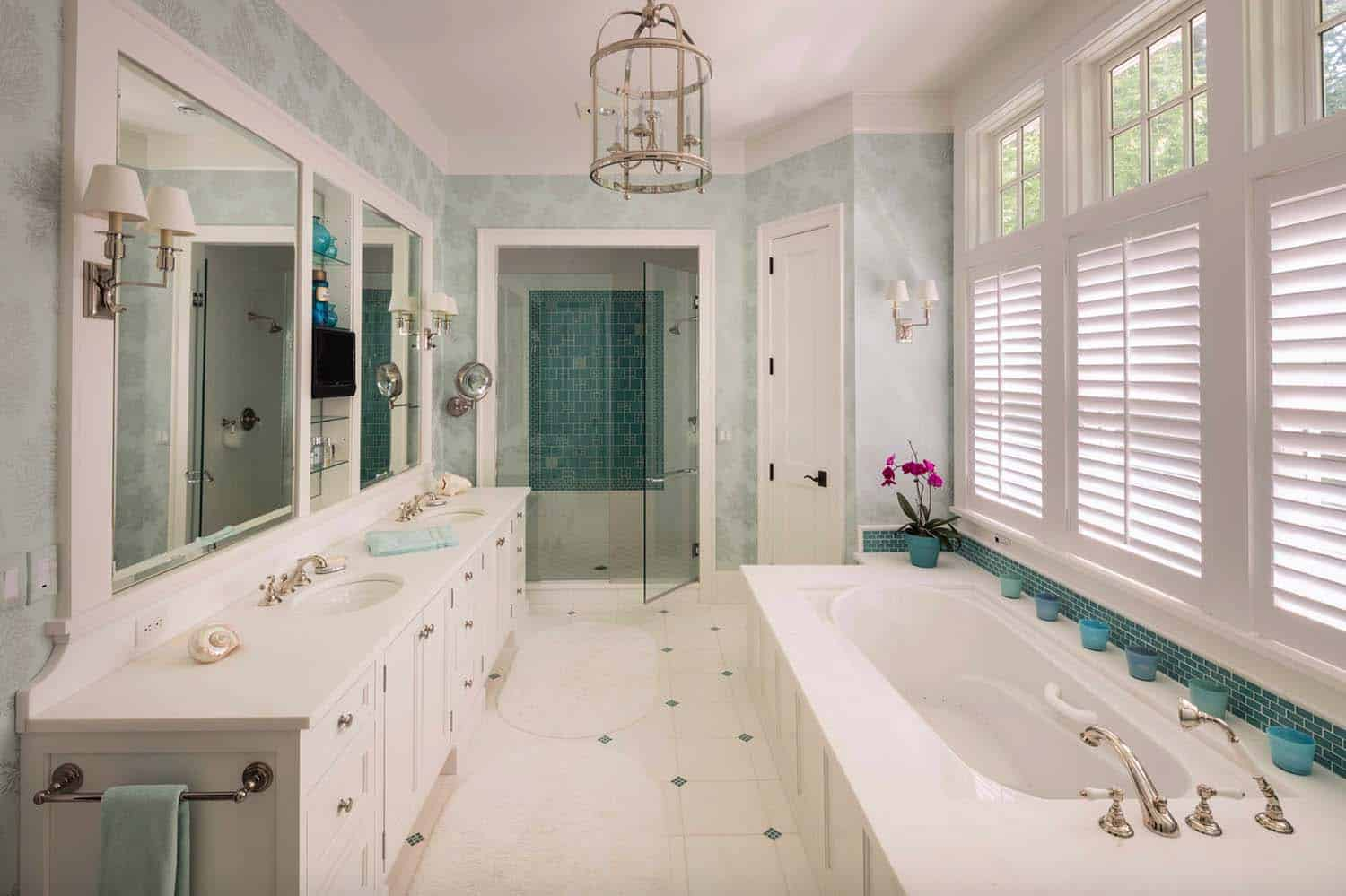 shingle-style-home-beach-style-bathroom