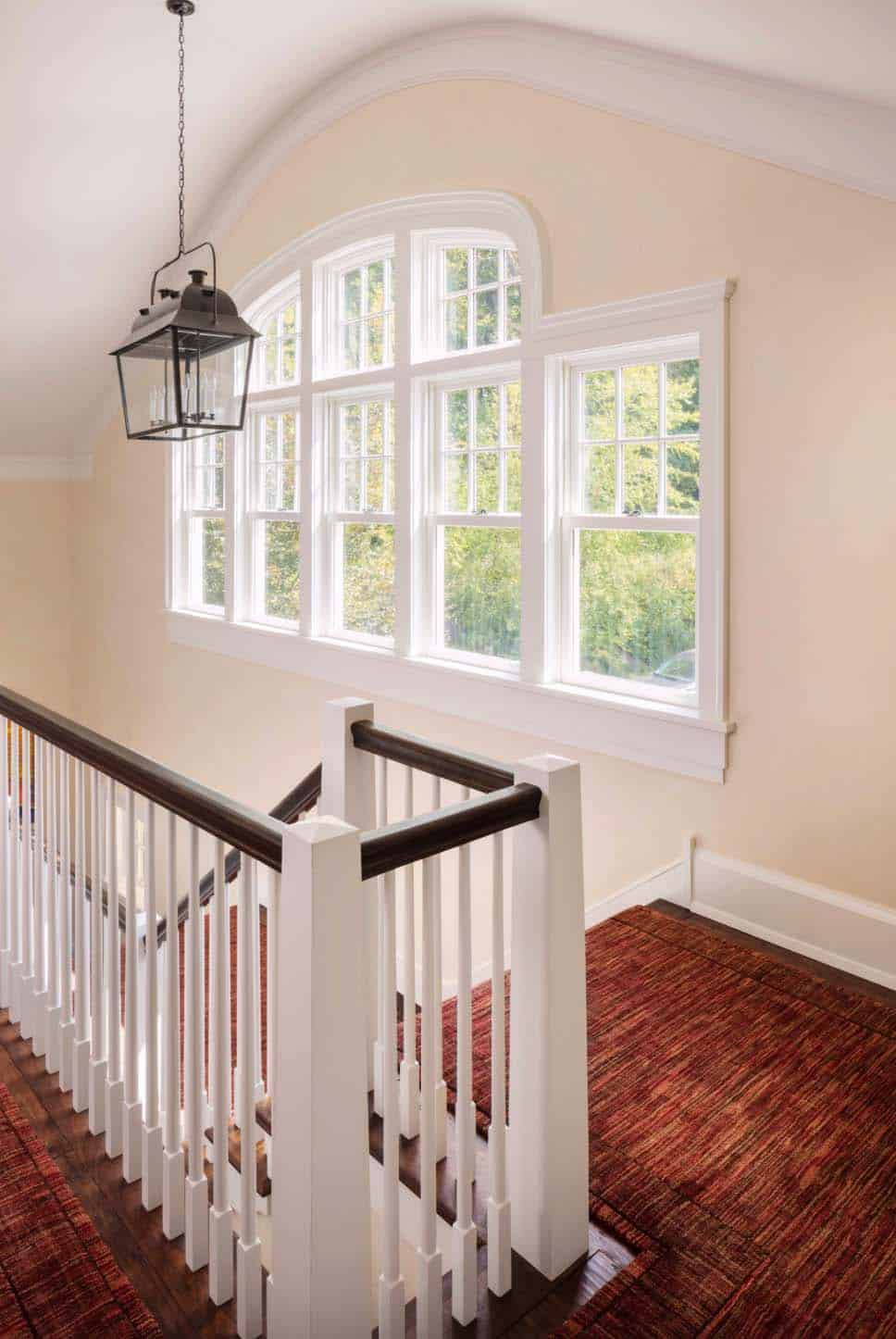 shingle-style-home-beach-style-staircase