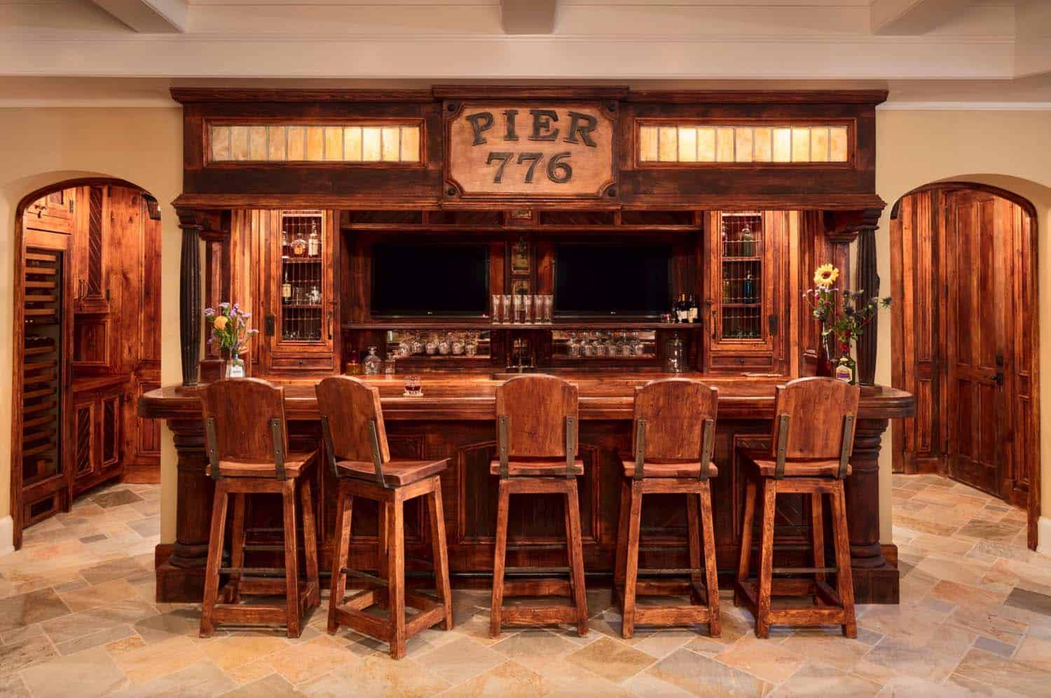 shingle-style-home-beach-style-home-bar