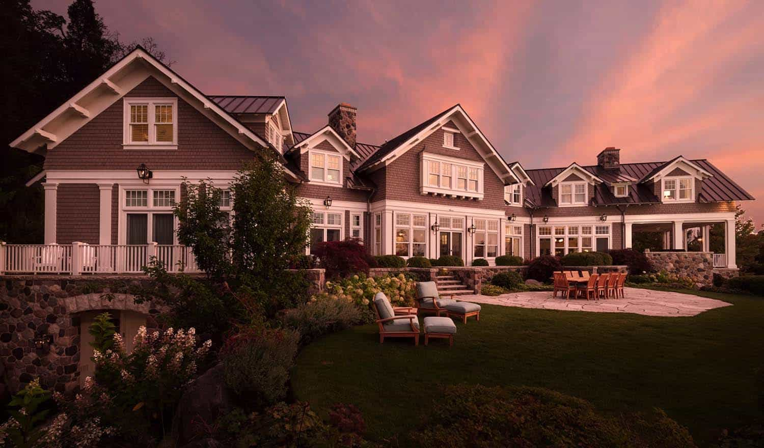 shingle-style-home-beach-style-exterior