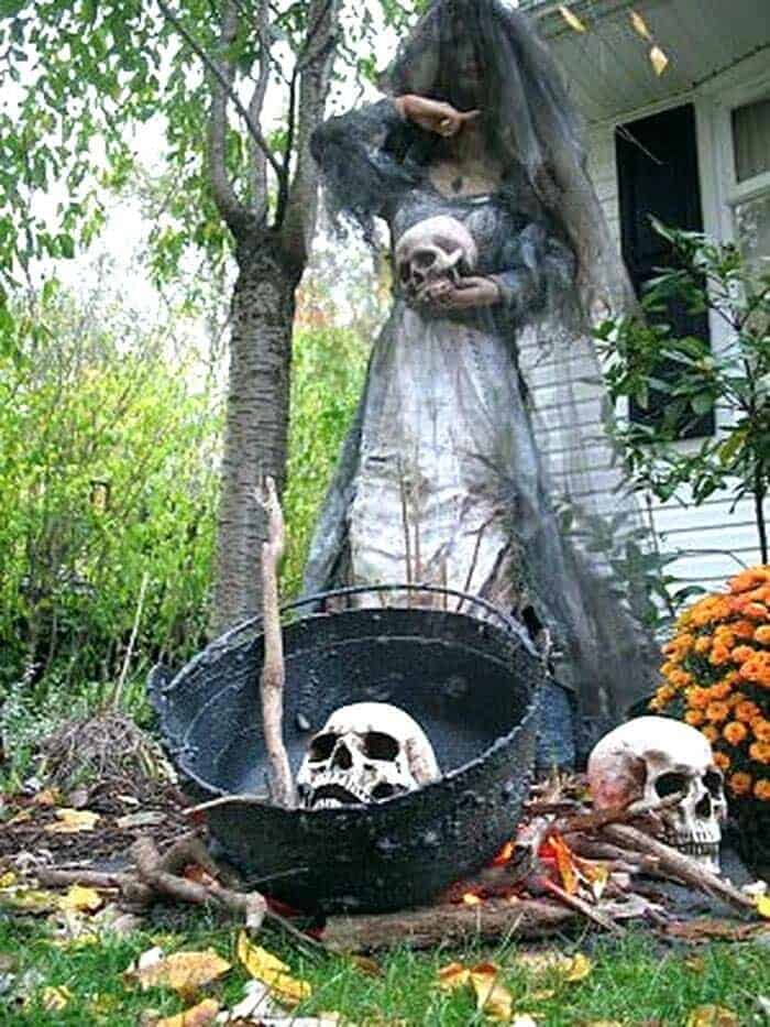 30+ Fabulously Spooky Outdoor Halloween Decorating Ideas